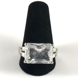Vintage Gorgeous Sterling Silver CZ Ring Size 9.5